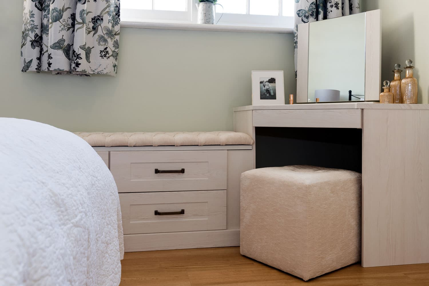 Fitted Dressing Tables Modern Built In Dressing Tables With Storage Uk Hammonds