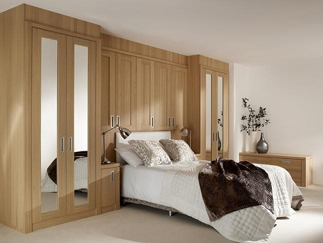 Willoughby wardrobe with overhead storage
