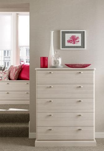 Libretto chest of drawers with red bedroom accessories