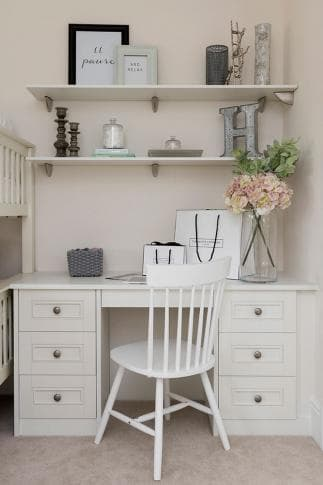 Harpsden dressing table in white