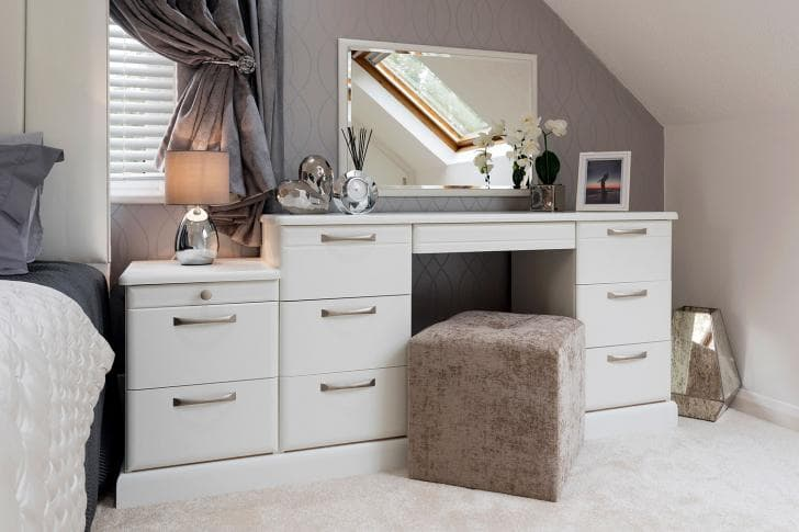 Libretto dressing table in white with stool
