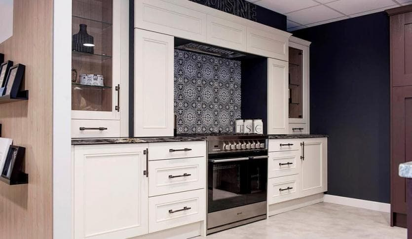 kitchen_casestudy_trad_shaker_Hammonds_Furniture-Hinckley_Kitchens-17.jpg